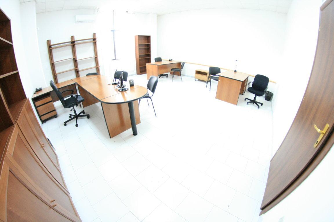 Napoli affitto ufficio arredato 6 persone posti auto €300